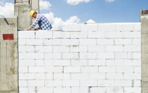 Дом из блока газосиликатного блока. Газобетон все больше и больше набирает популярность в качестве материала для строительства загородных домов, гаражей и других построек