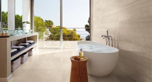 Размеры ванной комнаты в частном доме. На что влияет размер ванной комнаты: минимально допустимые параметры