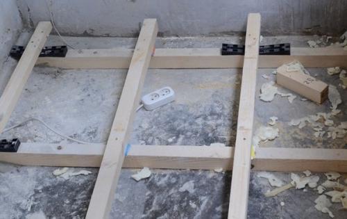 Как сделать пол на балконе. Деревянный пол
