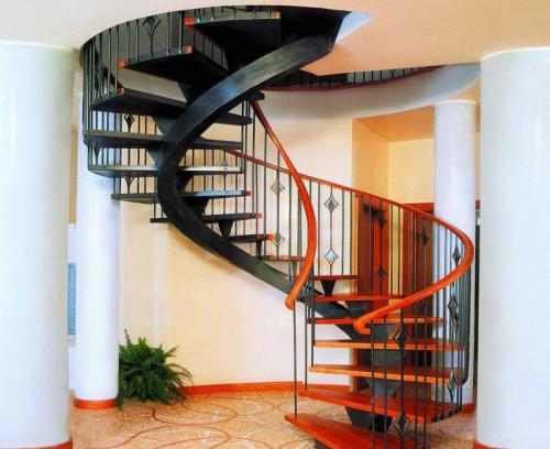 Винтовая лестница из металла. Винтовые лестницы из металла на второй этаж