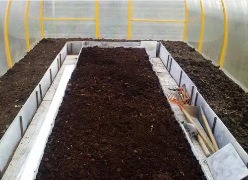 Подготовка грунта осенью в теплице. Необходимость обеззараживания почвы