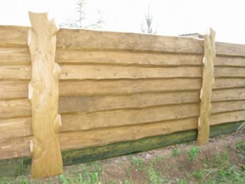Деревянный забор из необрезной доски. Забор из необрезной доски: виды