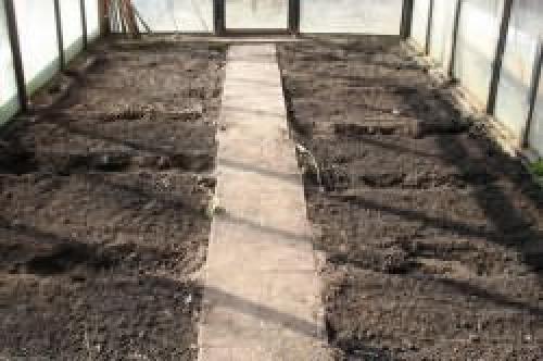 Обработка земли в теплице марганцовкой. Как обеззаразить почву в теплице?