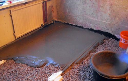 Сколько сохнет стяжка цементная. Сколько времени сохнет стяжка пола под плитку и ламинат?