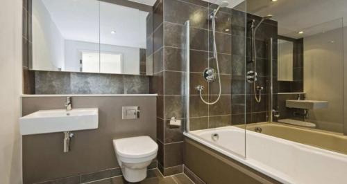 Стандарт размеры ванной комнаты. Размеры ванной комнаты — оптимальные параметры, особенности планировки и зонирования помещения (75 фото)