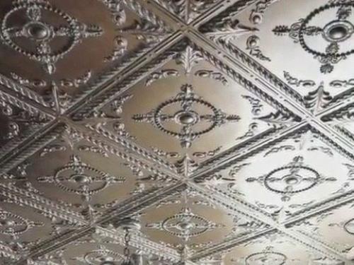 Можно ли потолочную плитку клеить на побелку. Можно ли клеить потолочную плитку на побелку: способы наклеивания и подготовка к работе